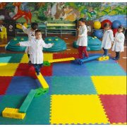 Óvodai egyensúlyozókészlet színes pallókkal, hidas egyensúlyozó, akadály tornaszer